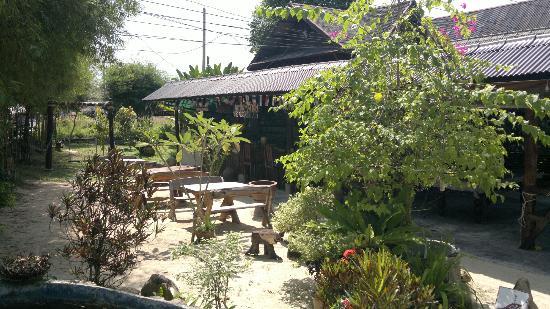 Apache Bar & Restaurant: Apache Bar - Outside seating