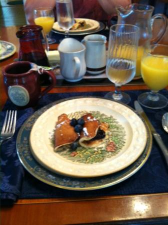 Lewis House: Breakfast