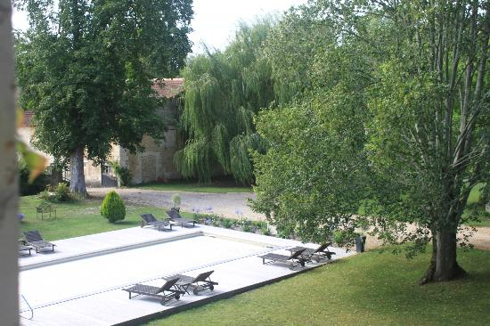 Chateau Le Mas de Montet: View from bathroom window