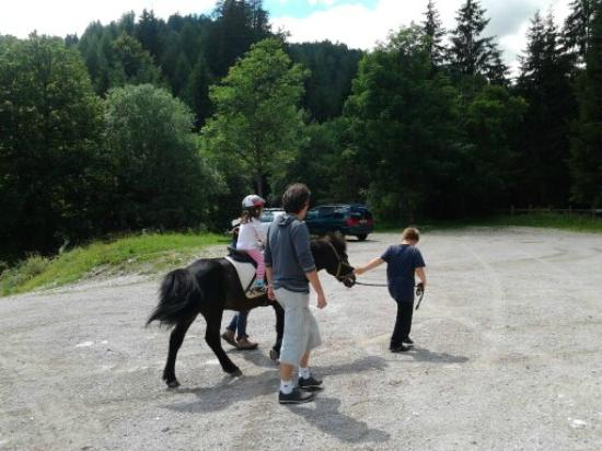 Familienparadies Sporthotel Achensee: Riding for kids