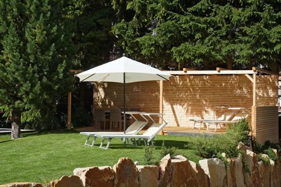 Garni Astrid - Bed and breakfast: Giardino/Garten/Garden & Pergola