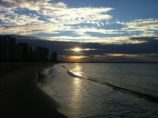 Fortaleza, CE: Píer Beira-mar. Vista da praia de Iracema