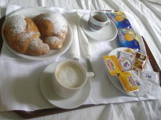 Prima colazione a letto foto di hotel miletto plus - Colazione a letto immagini ...