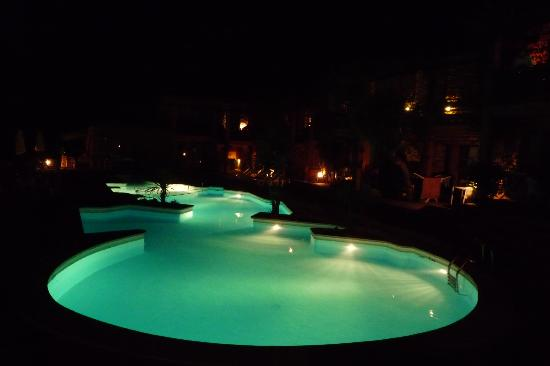 Vanity Eden Binibeca & Spa: piscina by night