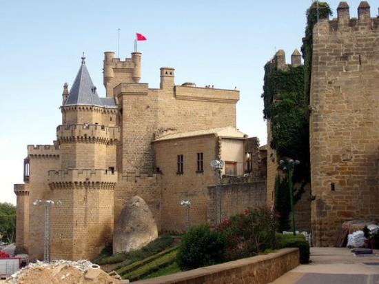 Apartamento Bardenas: Olite, pueblo medieval, su castillo.