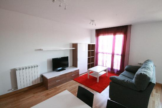 Apartamento Bardenas: Salon apartamento con balcón