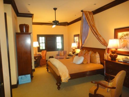 The Brazilian Court Hotel: Master bedroom