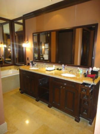 The Brazilian Court Hotel: master Bath