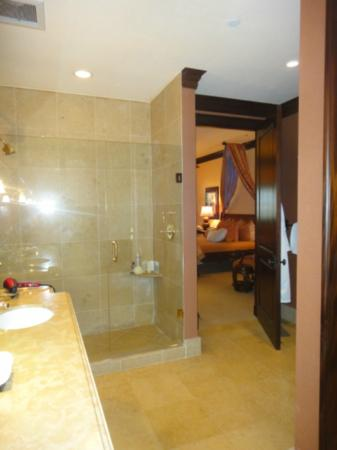 The Brazilian Court Hotel: Master Bath