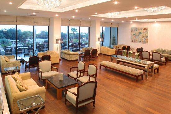 Grecian Bay Hotel: Lobby