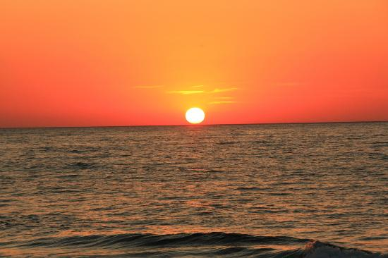 Mitsis Rinela Beach Resort & Spa: Spectacular sunsets everyday!