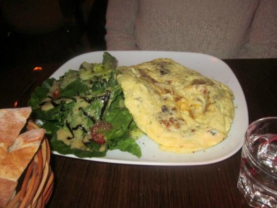 "Bistro Paname: ""Bacon"" (prosciutto) and cheese omelette"