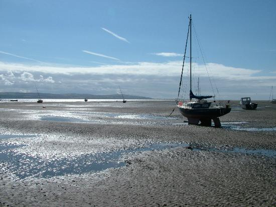 ‪West Kirby Beach‬