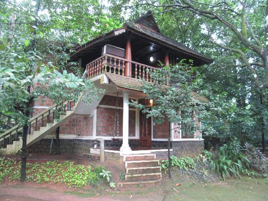Puzhayoram Heritage Resort: One Of The Wooden Houses Resembling Old Kerala  Tradional House