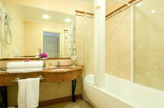 Hotel Villa Florida : Suite Bathroom