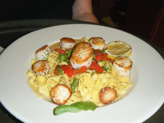 Delvino's Grill & Pasta House: Garlic seared scallops