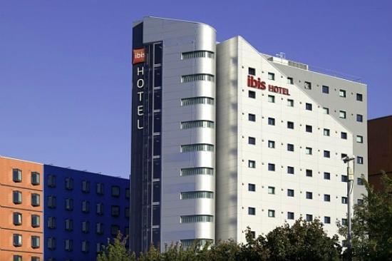 Ibis Leeds Centre: Hotel Exterior