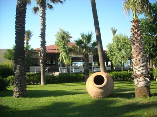 Paloma Grida Resort & Spa : Garten und Safran-Restaurant