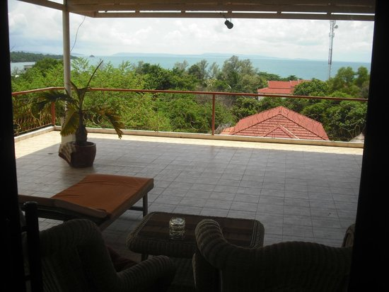 Golden Rooster Hotel: Balcony with a GREAT view.