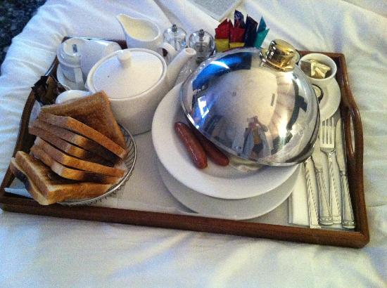 ‪هامبتون هوتل: Room service breakfast‬