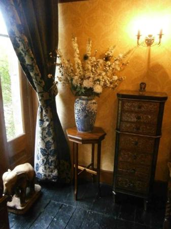 Balmuirfield House Bed and Breakfast: Dining room - again, beautiful surroundings & detail.