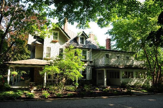 Wayne Bed & Breakfast Inn : house