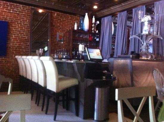 Albany Bistro: just a quick shot of the stylish bar.