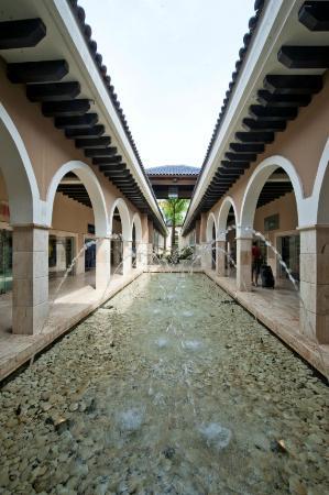 Palma Real Shopping Village : Inside PRSV