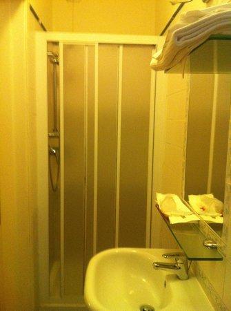 Hotel Arcangelo: bath room