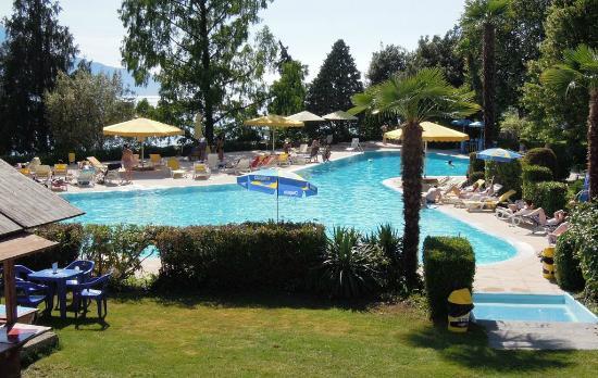 Eden Palace au Lac: Pool area
