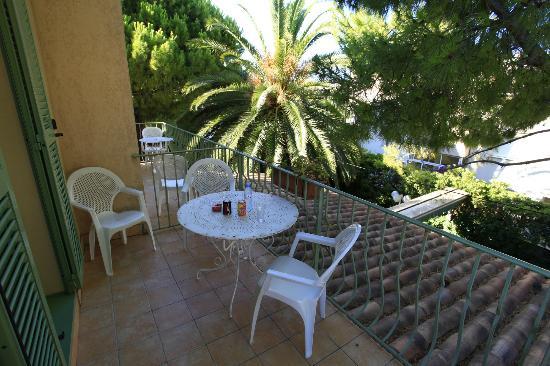 Hotel Le Ponteil : Balcony at room no 7