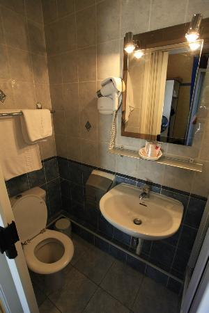 Hotel Le Ponteil : Bathroom at room no 7