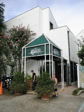 Prytania Park: The entrance of the hotel