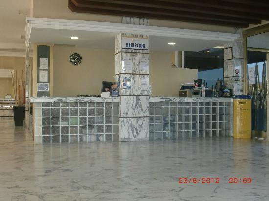 Servatur Puerto Azul: reception