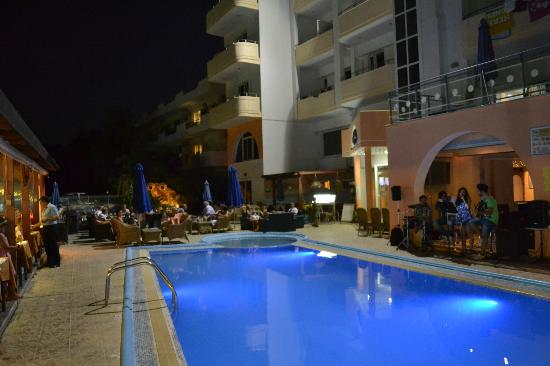"Panorama Hotel Apartments: Entertainments ""live music"""