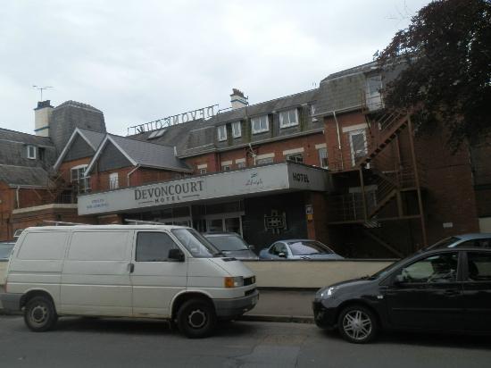 Devoncourt Resort & Apartments: Hotel front