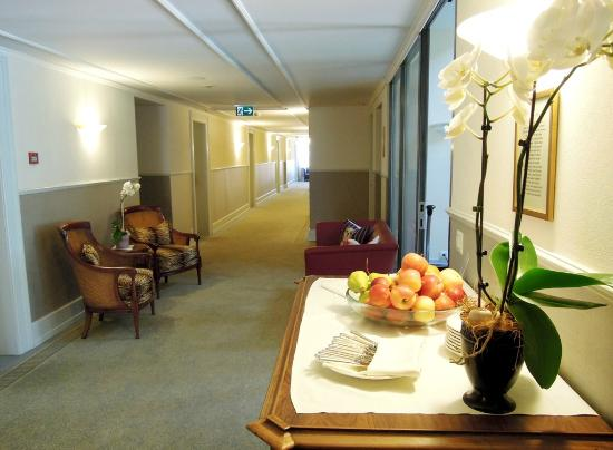 Hotel Eden: The corridor leading to rooms
