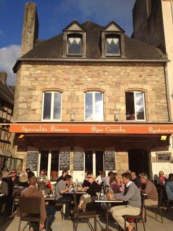 Place St Sauveur Auray Restaurant