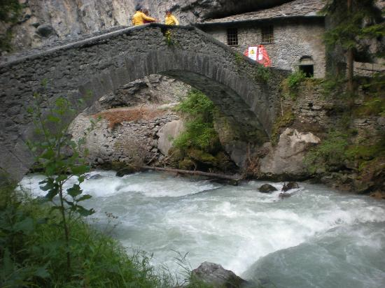 Terme di Pre Saint Didier: il bel ponte di pietra accanto alle terme