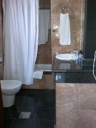 Hotel Marina Resort Benidorm: Baño