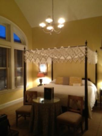 Fulton Lane Inn: Canopy Bed