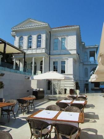 Ajia Hotel: Breakfast on the Bosphorus