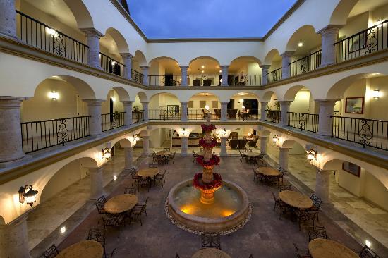 Estrella Del Mar Resort Mazatlan: Courtyard Cafe