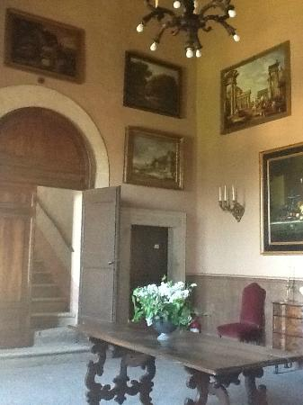 Palazzo Farrattini: second floor foyer