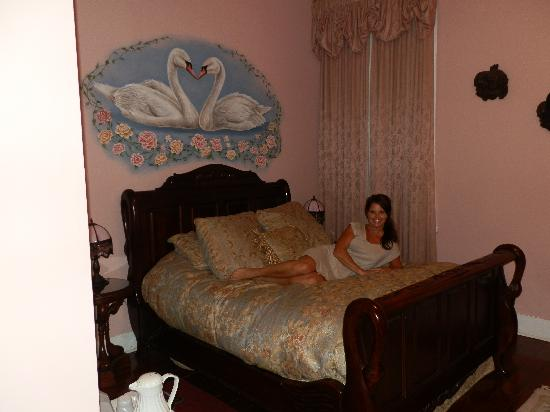 Magnolia Mansion: Comfy bed in southern comfort room