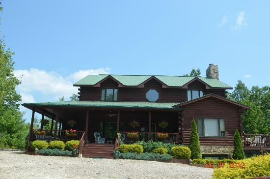 Iron Mountain Inn B&B welcomes you
