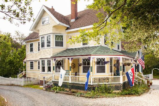 Inn at the Oaks: .