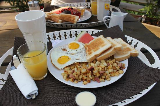 Le Domaine du Lac Saint Charles: Breakfast - salty option