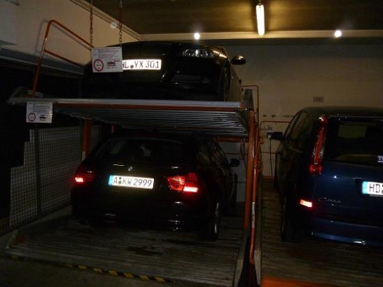 Ibis Styles Aachen City : All Seasons Hotel Aachen City: Il parcheggio.