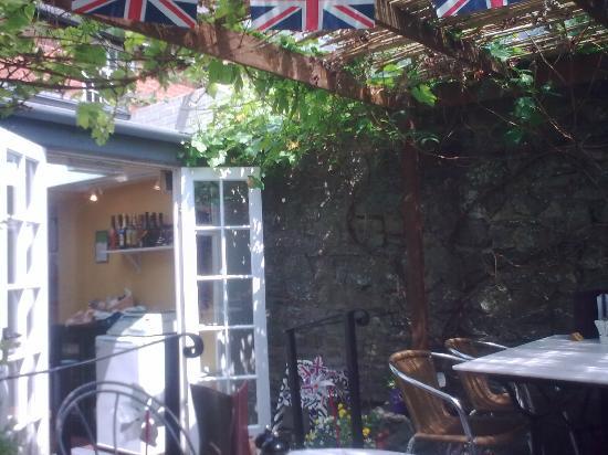 Castle Kitchen: Rear courtyard